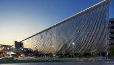 brisbane airport kinetic parking garage facade by ned kahn + UAP