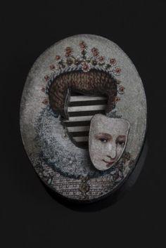 "LIS2 ""Mask"" brooch (2014)"