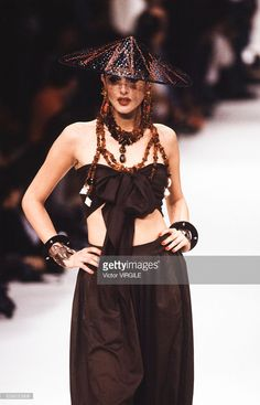 A model walks the runway at the Yves Saint Laurent Ready to Wear Spring/Summer 1991 fashion show during the Paris Fashion Week in October, 1990 in Paris, France. 80s And 90s Fashion, Fashion Show, Ysl, Genie, Rive Gauche, Lanvin, Fashion Brands, Yves Saint Laurent, Ready To Wear