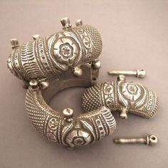 "How it opens ...old way endeed!  www.halter-ethnic.com...see ""Bracelets"""