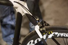 Calfee Manta: tiny suspension unit can make a huge difference over the course of a long day.