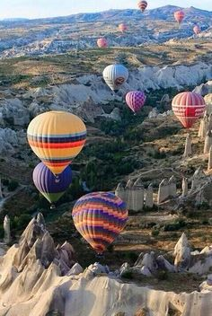 Would love to do some of these hot air balloon rides :) Vol en montgolfière en Cappadoce, en Turquie. Orange is the color representative of excitement and fun, and this certainly qualifies as an orange activity. Red Photography, Travel Photography, Exposure Photography, Expo 67 Montreal, Places Around The World, Around The Worlds, Places To Travel, Places To Go, Cappadocia Turkey