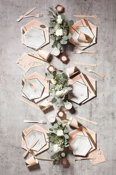 Delicate gold trimming on elegant hexagon  | @Artisokas loves pretty and inspired decor ideas #weddings_decor #artisokas_decor | more events decor ideas at www.artisokas.lt