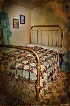 703dec2efc6dd I have this exact iron bed from my great grandparents. I painted mine a  deep plum.