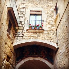 Tot s'engalana a Girona Arch, Iphone, Home Decor, Interior Design, Home Interior Design, Home Decoration, Decoration Home, Interior Decorating, Belt