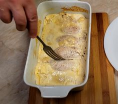 Neobvyklé kuřecí závitky s famózní náplní a omáčkou rozplývající se na jazyku – magnilo Easy Homemade Recipes, Multicooker, Ham, Food And Drink, Low Carb, Cooking Recipes, Treats, Cheese, Chicken