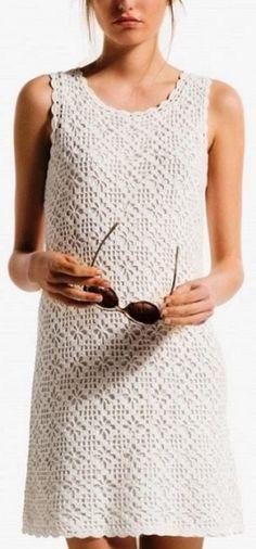"""Стильное платье для девушки узором """"паучки"""". Схема элегантного платья крючком."""