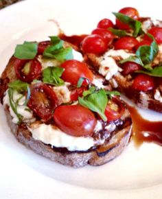 In this Burrata Bruschetta recipe, the fresh ripe tomatoes and an aged balsamic vinegar compliment the buttery and silky burrata cheese perfectly! Burrata Cheese, Bruchetta Recipe, Appetizers For Party, Appetizer Recipes, Savoury Recipes, Dinner Parties, Vegetarian Recipes, Fresco, Gastronomia
