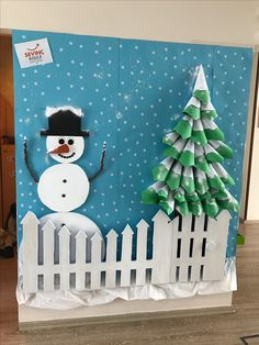 Best Christmas Office Decorations Ideas Inspirations Cubicle Wall Art Design - Her Crochet Santa Crafts, Christmas Crafts For Toddlers, Snowman Crafts, Christmas Activities, Kids Christmas, Christmas Booth, Christmas Snowman, Creative Christmas Trees, Christmas Tree Crafts