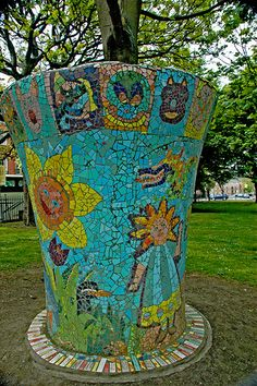 The second mosaic sculpture in Mountjoy Park, Dublin. I would love to have one of these colourful pots in my garden. Mosaic Vase, Mosaic Flower Pots, Mosaic Garden, Mosaic Tiles, Garden Crafts, Garden Art, Christmas In Paris, Mosaic Madness, Mosaic Crafts