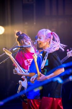 So young and talented! Gig Outfit, Mami Sasazaki, Women Of Rock, Guitar Girl, Latina Girls, Cute Japanese, Cool Bands, Pretty People, Rock And Roll