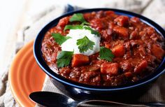 Slow Cooker Quinoa, Sweet Potato, & Black Bean Chili - a protein-rich (and very tasty) vegetarian chili recipe