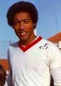 GRANDES NOMES SHÉU HAN Shéu Han nasceu em Inhassoro, Moçambique a 3 de Agosto de 1953. Médio. Épocas no Benfica: 17 (72/89). Jo...