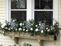 ▷ 1001 + ideas for charming window decorations for Christmas- christmas decoration window snowflakes white balls on the window window design decoration idea Winter Window Boxes, Christmas Window Boxes, Christmas Window Decorations, Christmas Planters, Christmas Porch, Noel Christmas, Christmas Wreaths, Holiday Decor, Box Decorations