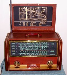 Vintage Hallicrafter world wide radio
