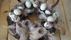 Přírodní velikonoční věnec - Krémová slepičí vajíčka jsme ozdobili technikou decoupage. Na přírodní korpus zvrby je přilepíme tavnou pistolí a přidáme sisál. ( DIY, Hobby, Crafts, Homemade, Handmade, Creative, Ideas, Handy hands) Decoupage, Easter, Crafts, Diy, Build Your Own, Manualidades, Bricolage, Easter Activities, Crafting