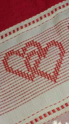 Swedish Embroidery, Diy Embroidery, Embroidery Stitches, Swedish Weaving Patterns, Weaving For Kids, Cat Cross Stitches, Hello Kitty Wallpaper, Bead Loom Patterns, Loom Beading