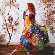 Isn't this gorgeous? I could probably work out how to make it, but I'm not sure I coukd pull off wearing it!