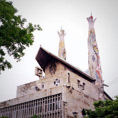 """二十六聖人記念聖堂 聖フィリッポ教会 """"26 Martyrs Museum and Monument"""" ──ガウディ(Antoni Gaudí)風と思ったらそれもそのはず。設計者の今井兼次氏はガウディ研究者。 #japan #nagasaki"""