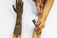 This Video Shows 7 Hours Of Henna Tattoos In 95 Seconds And It's Mesmerizing