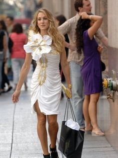 SJP on the set of Sex and the City. Via www.zoolz.com