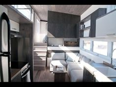 🏡My absolute favorite tiny house on wheels. The Sakura, is one of the most luxurious tiny house on ever built. This house is designed for every weather, and has more storage than you know what to do with. Tiny House Swoon, Best Tiny House, Modern Tiny House, Tiny House Plans, Tiny House Design, Tiny House On Wheels, Micro House, Modern Homes, Tiny Living