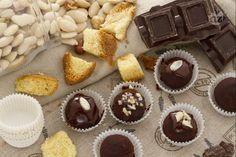 I tartufi di pandoro al cioccolato sono golosi dolcetti che si preparano con il pandoro avanzato in pochissimi minuti!