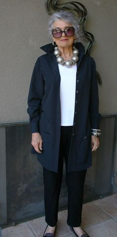 Trendy Womens Fashion Over 60 Casual Jackets Ideas Over 60 Fashion, Mature Fashion, Older Women Fashion, Over 50 Womens Fashion, Fashion Over 50, Look Fashion, Fashion Edgy, Ladies Fashion, Fashion Styles