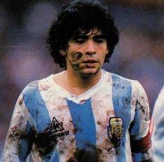 Diego su cara su camiseta lo dicen todo así se vive el fútbol Retro Football, Football Design, World Football, Soccer World, Vintage Football, Football Soccer, Football Players, Football Images, Football Cards