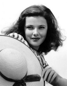 My ex-wife looked just like her back in the day. No kidding. Gene Tierney, Jean Harlow, Rita Hayworth, Classic Beauty, Timeless Beauty, Vintage Hollywood, Classic Hollywood, Marilyn Monroe, Pin Up