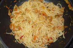 Jak uvařit thajské (čínské) nudle s krevetami | recept Seafood, Spaghetti, Menu, Ethnic Recipes, Creative Design, Design Ideas, Asia, Sea Food, Menu Board Design