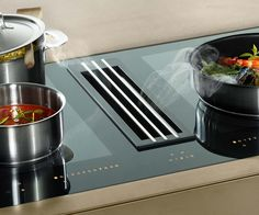 The Miele TwoinOne induction hob has an integrated extractor with a central grill. The extractor can be ducted for either recirculation or vented and is designed to remove cooking vapours right where they are produced.