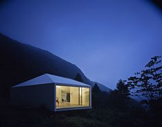 Built by Makoto Yamaguchi Design in Karuizawa, Japan with date 2003. Images by Koichi Torimura. Karuizawa is a bijou town favoured by weekending Tokyoites. The Villa is perched on a steep slope oriented south in t...