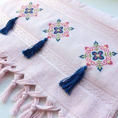 625 Likes, 14 Comments - in Insta . - Diy and Crafts Embroidery Patterns Free, Embroidery Stitches, Hand Embroidery, Embroidery Designs, Cross Stitch Borders, Cross Stitch Designs, Cross Stitch Patterns, Diy 2019, Palestinian Embroidery