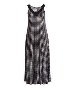 Black & White Diamond V-Neck Maxi Dress - Plus