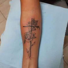 Wörter Tattoos, Ankle Tattoos, Forearm Tattoos, Cute Tattoos, Body Art Tattoos, Hand Tattoos, Rose Tattoos For Women, Tiny Tattoos For Girls, Girl Back Tattoos