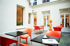 Patio et coin détente au New Hotel Lafayette Lafayette Paris, Restaurants, Bar, Stores, Location, Conference Room, Table, Furniture, Home Decor