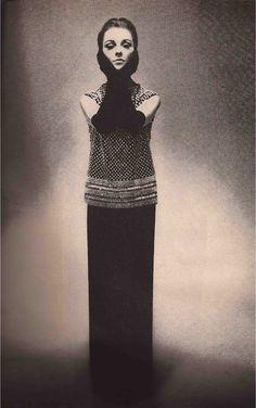 Harper%27s+Bazaar+October+1963-10.jpg (502×800)