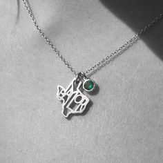 #Baylor/Texas pendant with an imitation emerald