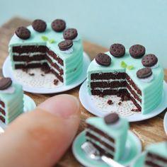"649 Me gusta, 6 comentarios - HeavenlyCake miniatures (@heavenly_cake) en Instagram: ""Chocolate Mint Cake 3枚目はスライス単品での販売 -…"""