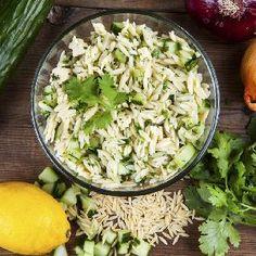 Rewelacyjna sałatka ze świeżych ogórków i gotowanego kuraczaka Feta, Potato Salad, Cabbage, Grains, Potatoes, Rice, Vegetables, Ethnic Recipes, Potato