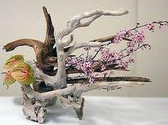 Resultado de imagen para arreglos florales con troncos de árbol