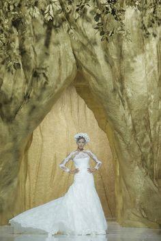 Desfile de Pronovias en Barcelona Bridal Week 2013 | Irina Shayk | Moda nupcial | Vestidos de novia.  #BcnBridalWeek #Novias #Brides http://www.barcelonabridalweek.com