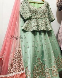 Indian Bridesmaid Dresses, Desi Wedding Dresses, Indian Gowns Dresses, Indian Wedding Outfits, Indian Outfits, Bridal Lehnga Red, Pakistani Bridal Wear, Bridal Lehenga Choli, New Dress Design Indian