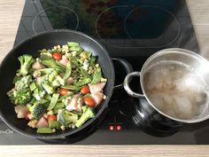 #sonntag #mittagessen in #vorbereitung 😌#heute steht auf der #speisekarte #vollkorn #nudeln mit buntem #gemüse #erbsen #brokkoli #zuckerschoten #mais #erbsen & #pute #essen #schnell #einfach 😍 #foodporn #instadaily #healthy #healthyfood