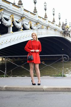 LADY ROUGE. The Pont