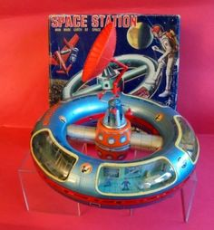 TOY-SPACE-STATION-GIOCATTOLO-SPAZIALE-HORIKAWA-JAPAN-battery-operated-1950-ROBOT