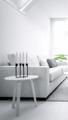 Via NordicDays.nl | Nu interieur ontwerp | White | Grey | HAY. Like the candles. Wrought iron mixed with black-white décor.
