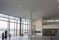 As recessed luminaires, the ERCO Quintessence and Compact in the central exhibition hall of the old building guarantee efficient, brilliant and uniform ambient lighting. Danubiana Meulensteen Art Museum