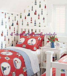 BOAT HOUSE El encanto de la costa atrae en esta colección de diseños inspiradores con temas náuticos y brillantes, colores frescos.